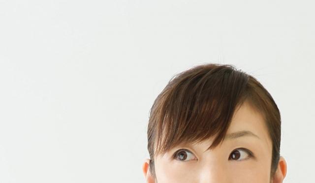 バイト面接の女性の前髪